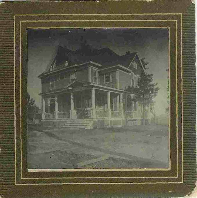 The 1899 House was built and first occupied by the family of the tenth Mayor of Spokane, Edward Powell, and his wife Dora.   This is the only full frontal photograph we have found of the house that year, still awaiting its sidewalk installation.  A school was later built next door, requiring a 20 foot fence to be erected to protect against itinerant baseballs.