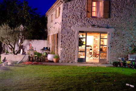 Stone Barn + guest house near Uzes - Vézénobres - Haus