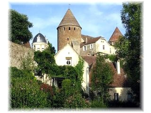 Lovely, secret cottage in Burgundy