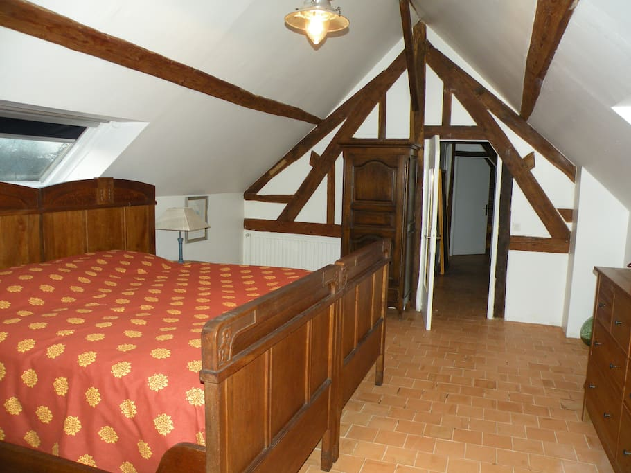 Grande chambre. Lit king size