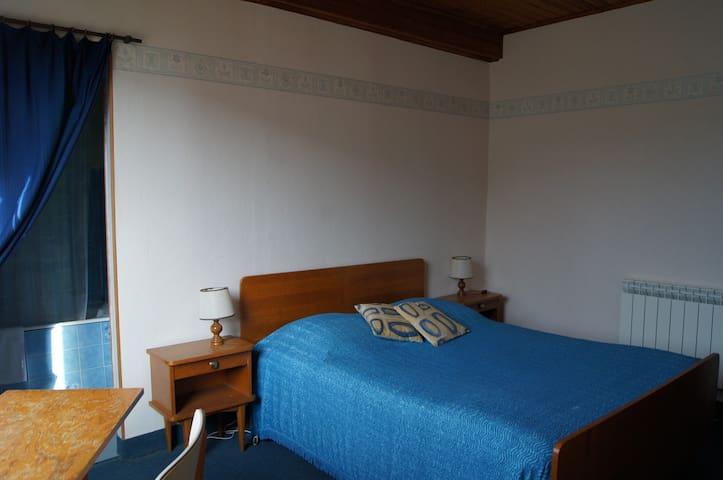 chambre avec bain donnant sur la terrasse
