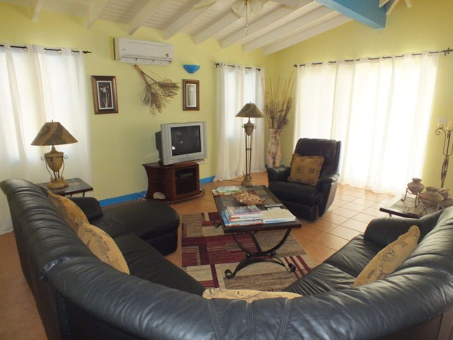 LOUNGE with Cable TV ,DVD,Stereo system seating for 6.Fully Airconditioned with fans