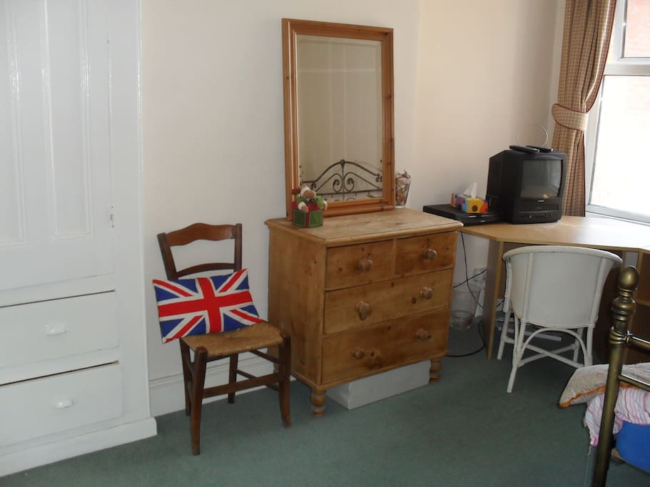Double room with vintage furnishings