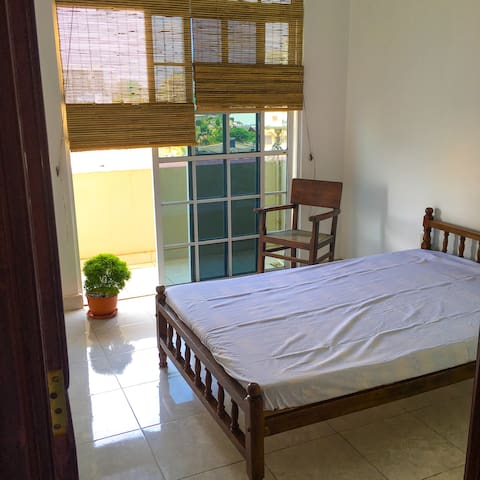 Cosy Sea View 3 Bed Apt - Wifi - Colombo - Apartament