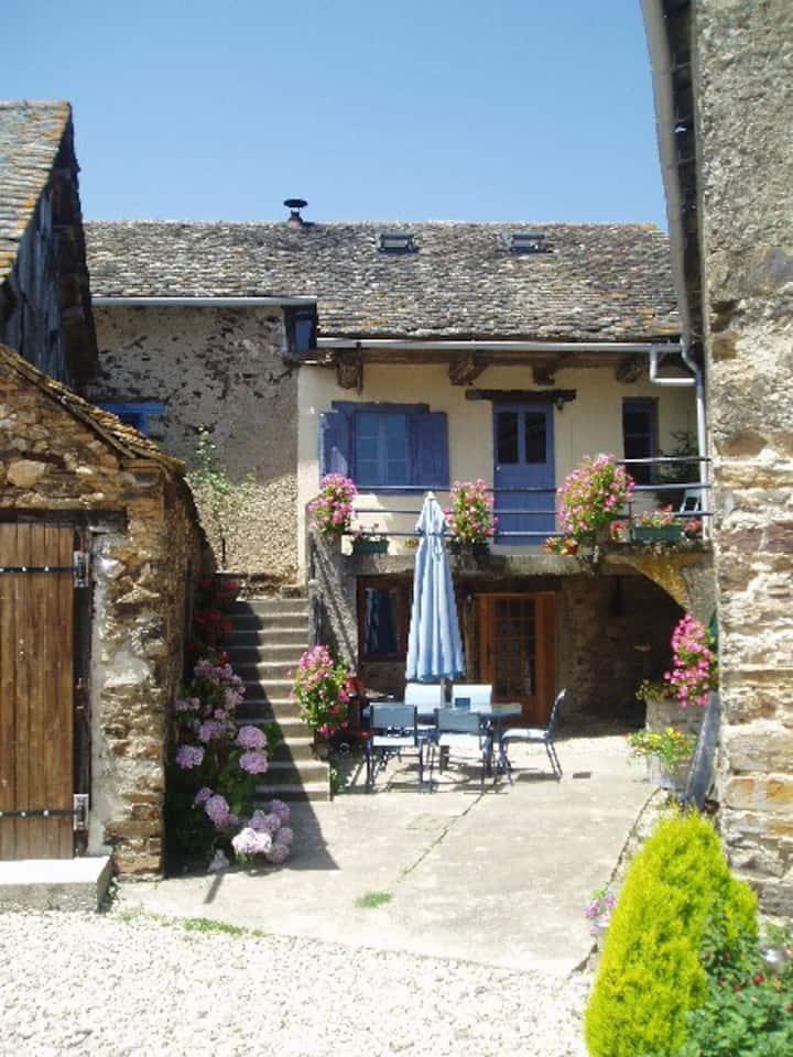 Coquelicot - stone built farmhouse