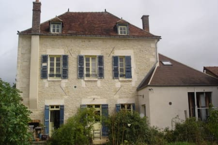 House near the Burgundy canal - Hus