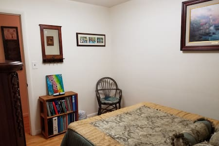 Comfy room in nice home on large quiet lot. - Annandale - Casa