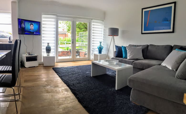The Lodge on the Edge - luxury serviced apartment