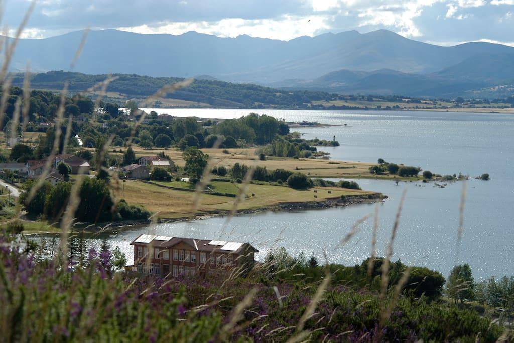 Vista del Embalse del Ebro desde Arija.