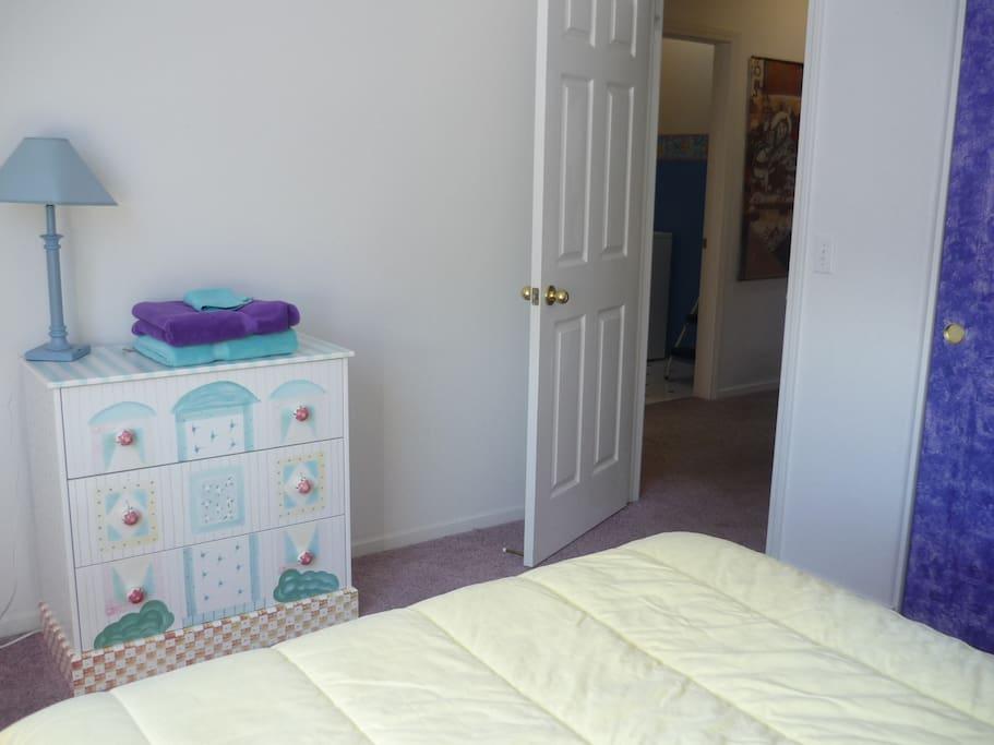 Sunny Room in Santa Rosa!