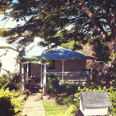 Plimsoll street Greenslopes Home - Greenslopes - House