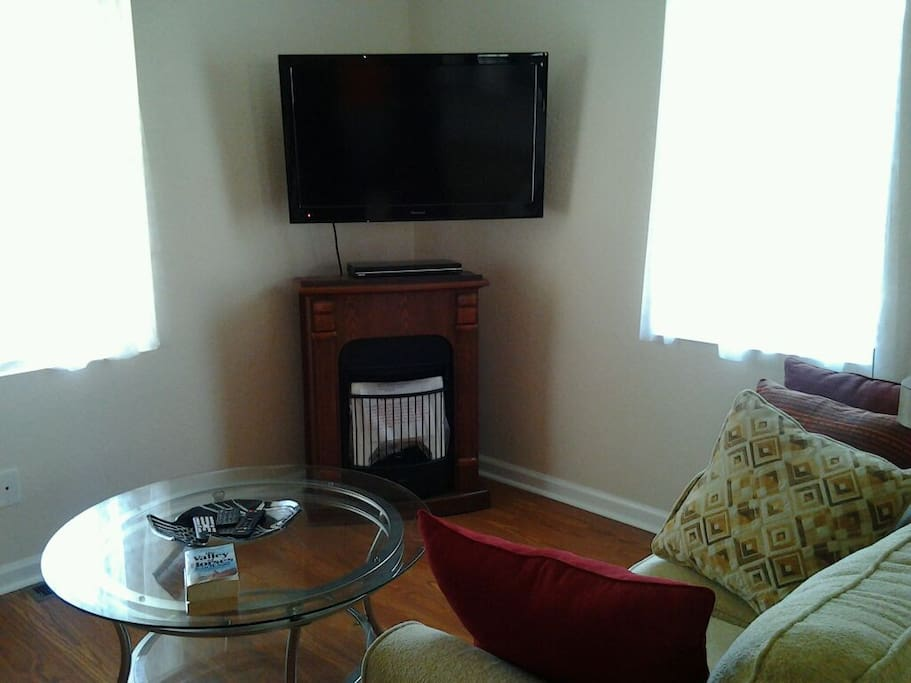 Living room area. Cozy area with flat screen TV, CD player and natural gas fireplace. Note: winters are usually mild here! Rates are extremely low this time of year also.