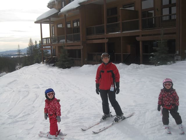 Luxery 3 Bedroom Timberstone Condo ski in / out