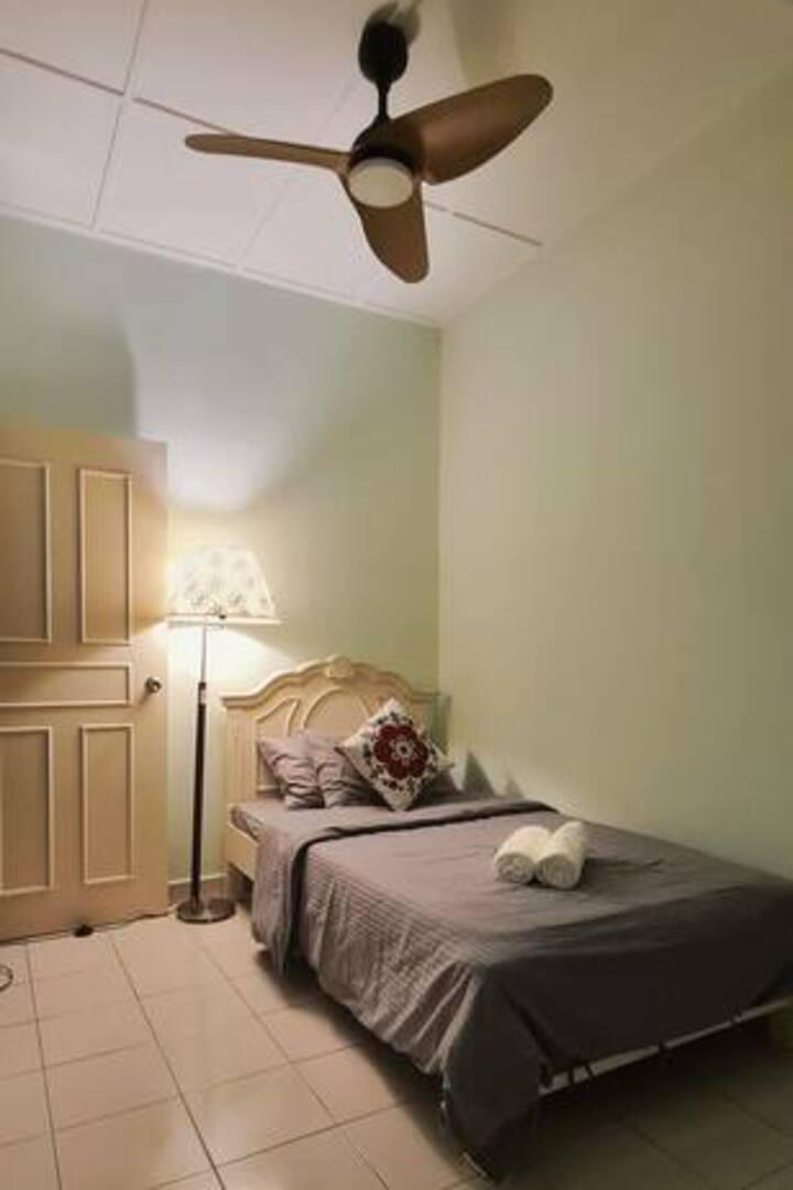 Warm & Safe Private Room (2km-AEON, Toppen, IKEA)