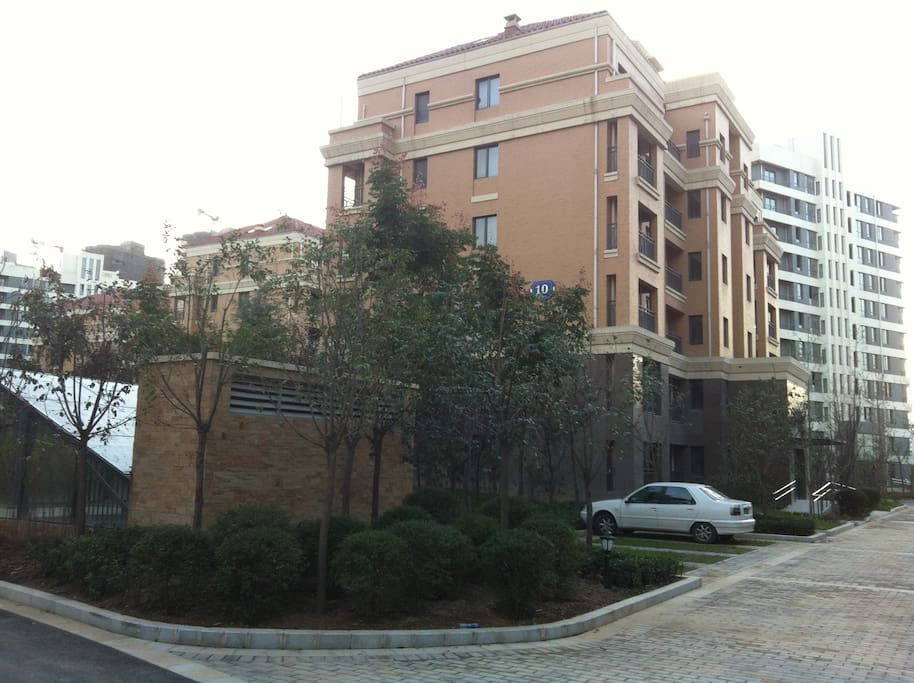 Newly built apartment of 7 stories, in a green garden, reiverside