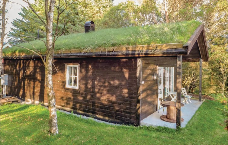 Holiday cottage with 3 bedrooms on 65m² in Kvalavåg