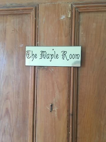 Yellow Door Inn- The Maple Room - Masstown