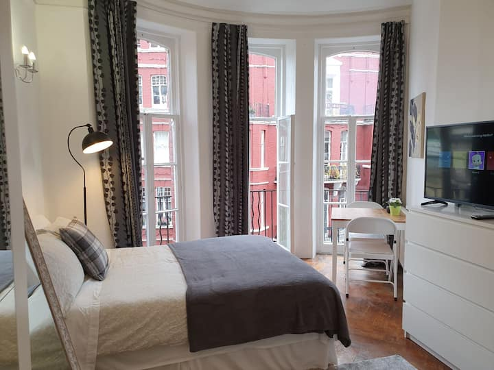 Bright room in Central London