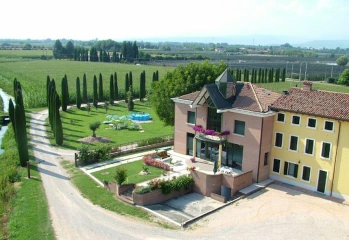 Agriturismo BB Mambrotta - San Martino Buon Albergo - Bed & Breakfast