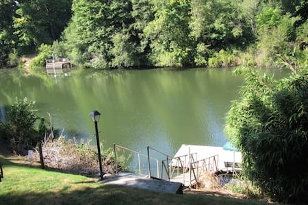 Large Private Riverfront Property - - Haus