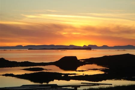 Cozy cottage and ocean-sunset view! - Stykkishólmur