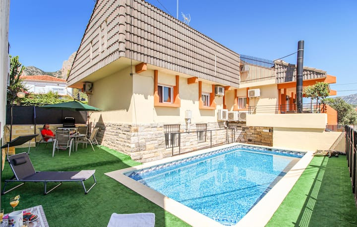 Stunning home in P.de la Marina Licante with Outdoor swimming pool, WiFi and 2 Bedrooms