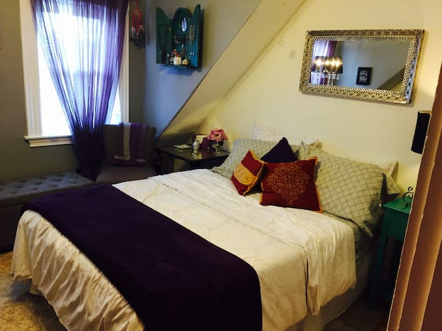 Great value and Bright bedroom  124/3/B