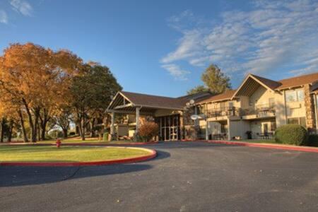 Midwest-Grand Lake, OK Resort 1 Bdrm Condo - Afton - Wohnung
