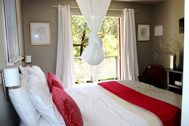 Simply the Best : Kauri Cottage - Piha - Apartment