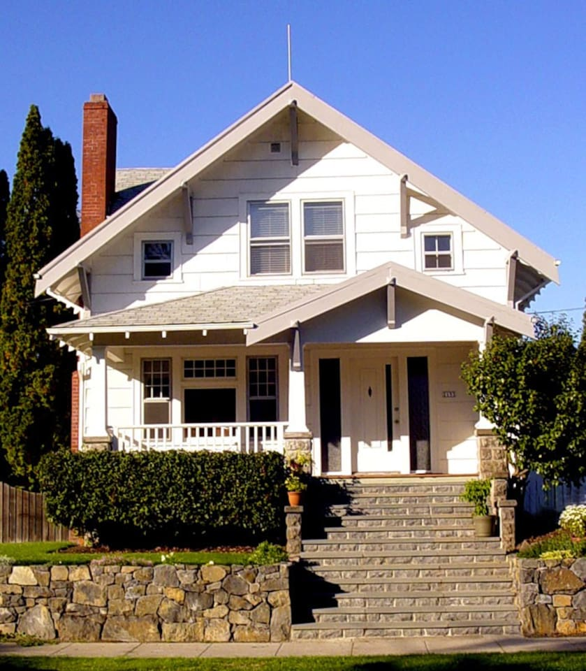 Lovely Craftsman, North, close in,