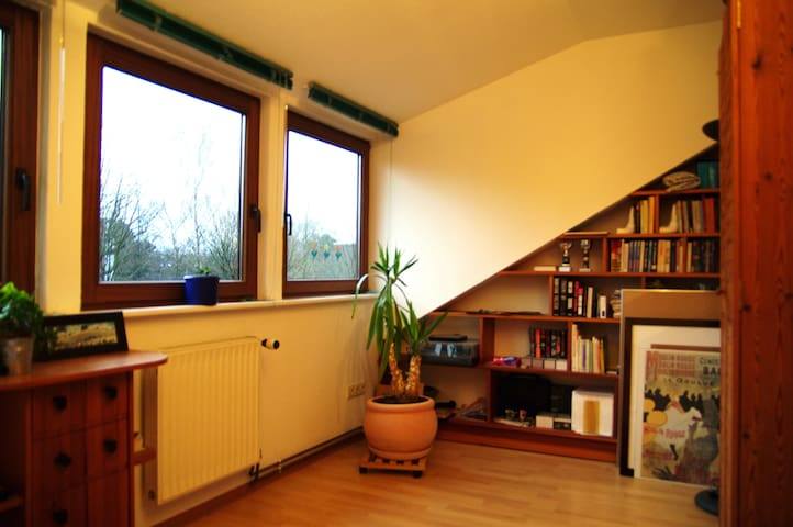 small room in big house 5min to Uni