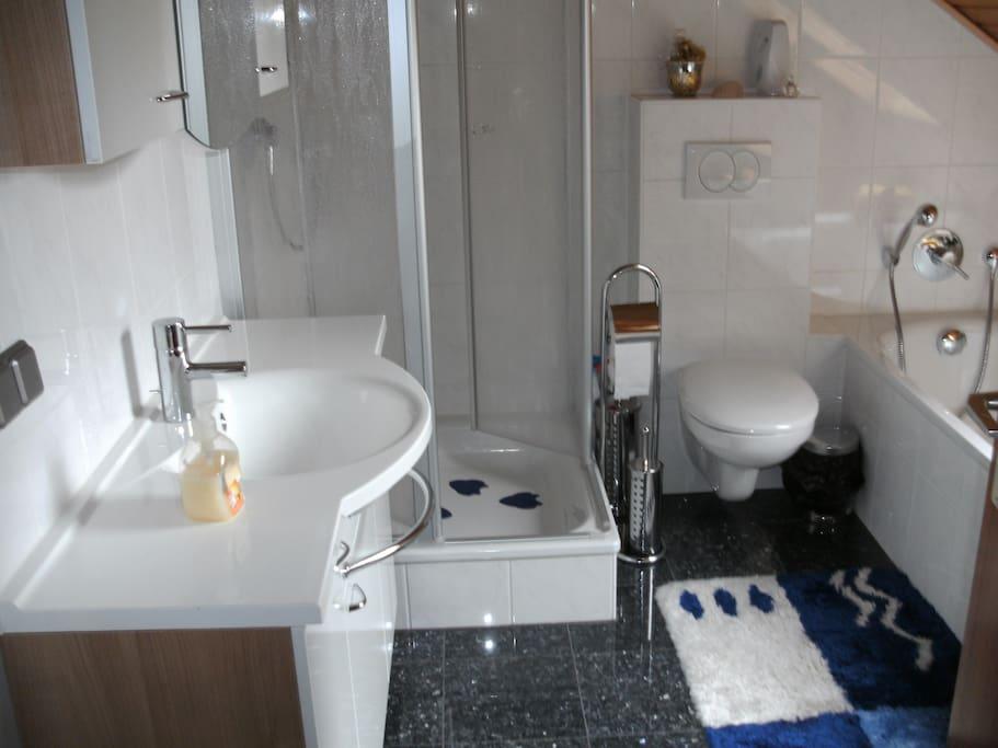 und Dusche WC