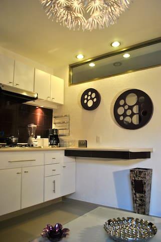 Business Suite PURPLE near Reforma