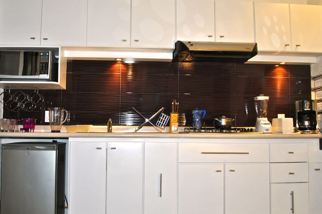 Your kitchen includes frigobar, microwave oven, gas cooker, blender, coffee machine and kitchen utensils.