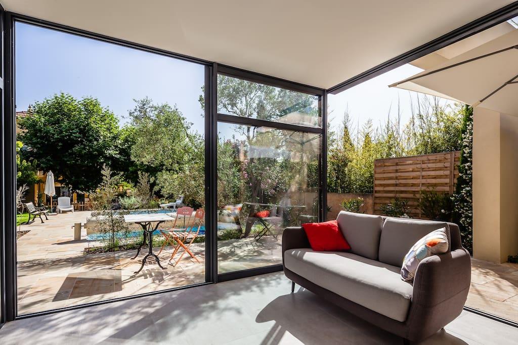 Charmante villa avec piscine centre ville aix maisons for Villa a louer en provence avec piscine