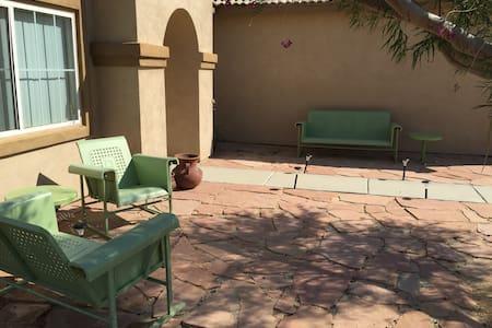 Cheryl's Desert Oasis Room #3 - Maison