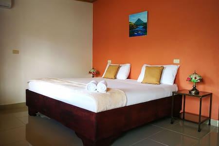 Amapolas R4. Kitchen, King bed, A/C, Wifi, Parking