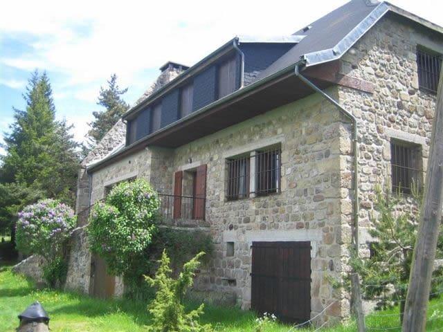 Bâtisse d'exception pour 15 pers. - Le Lac-d'Issarlès - Maison