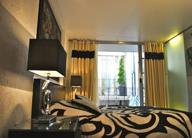 Business Suite BLACK near Reforma