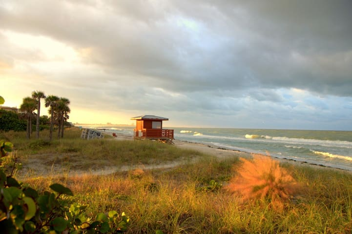LIDO KEY: Walk to beach-St Armand-affordable