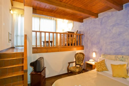 Country Hotel in the Langhe Valley - Bossolasco