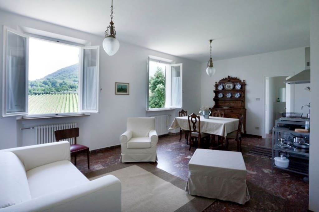 Monte Matello - private livingroom with a kitchen corner