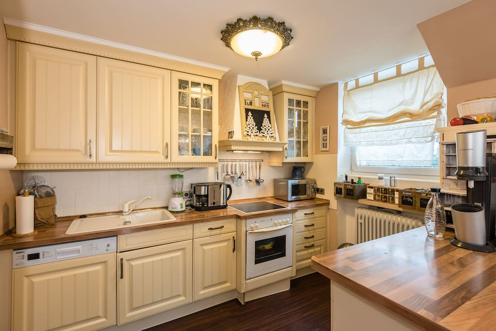 Voll ausgestattete Küche Fully equipped kitchen