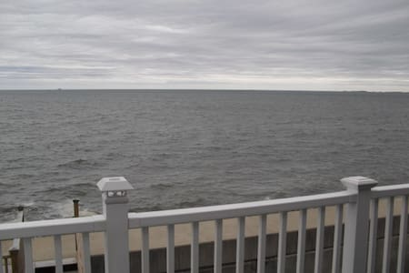 Oceanfront Home minutes from Boston
