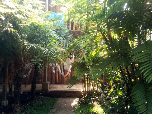 The Hummingbird Hostel (Room Katarina) Tzununa - Lake Atitlán - Houten huisje