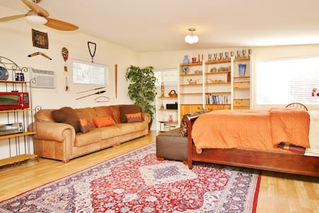 Your Own Guesthouse! Private/Sunny - Sherman Oaks, Los Angeles - Ház