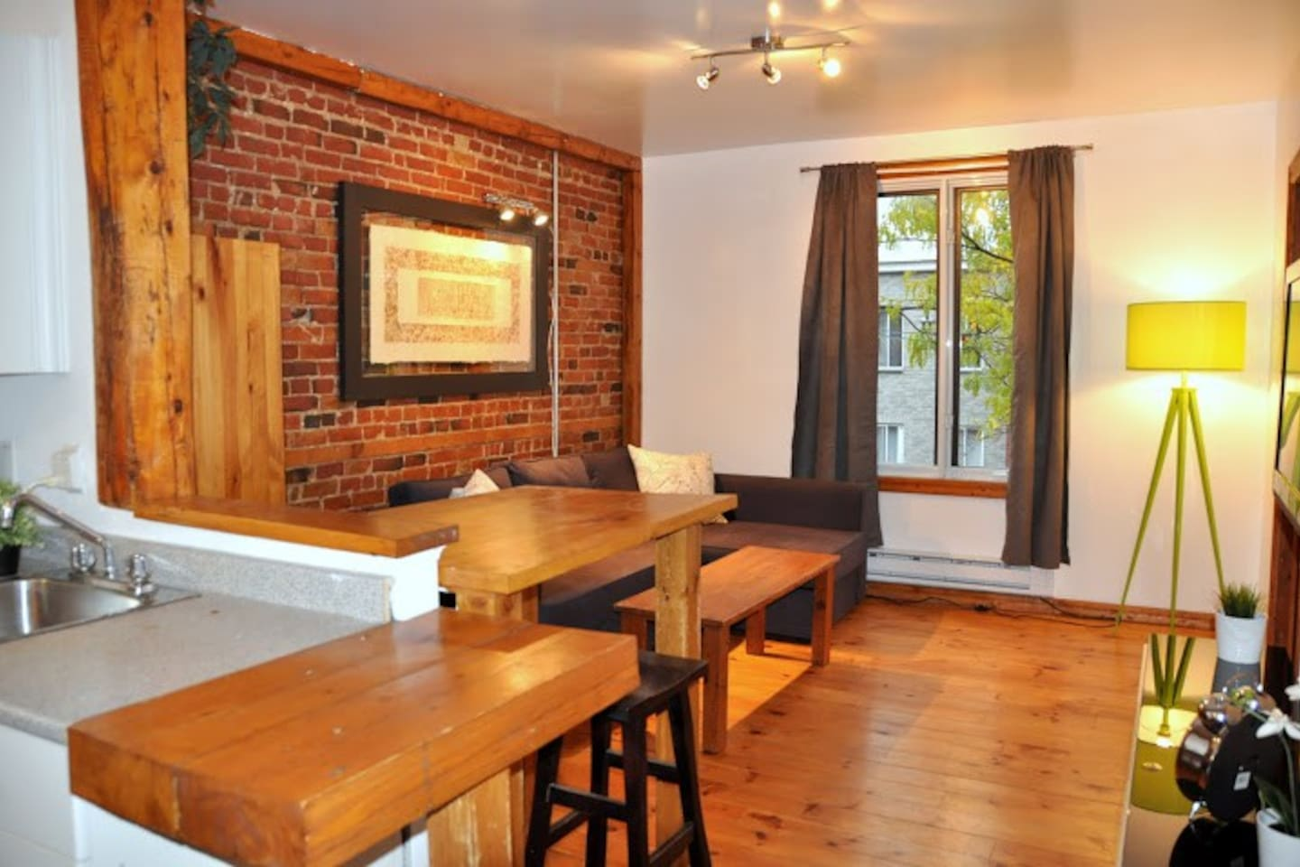 ONLY 5-10 minutes from OLD MONTREAL and DOWN-TOWN. Charming, authentic, plenty of light!