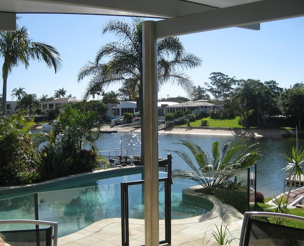 Queen room on sunny Gold Coast QLD. - Broadbeach Waters - Dům