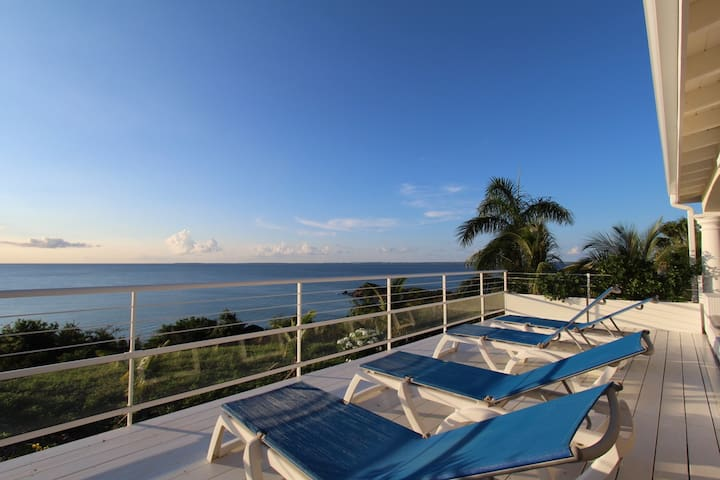Outstanding View and Sunset, Direct Beach Access !