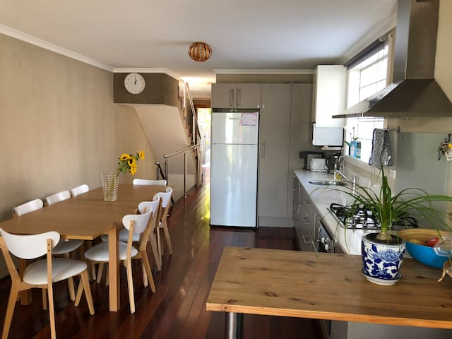 Family friendly modern home in Botany